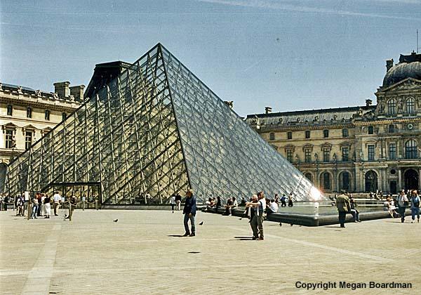 Pyramide du louvre paris france - Construction pyramide du louvre ...